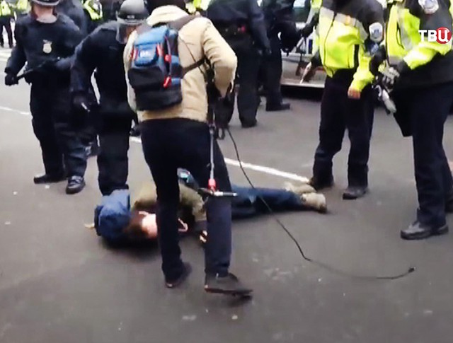 Полицейские США и журналисты