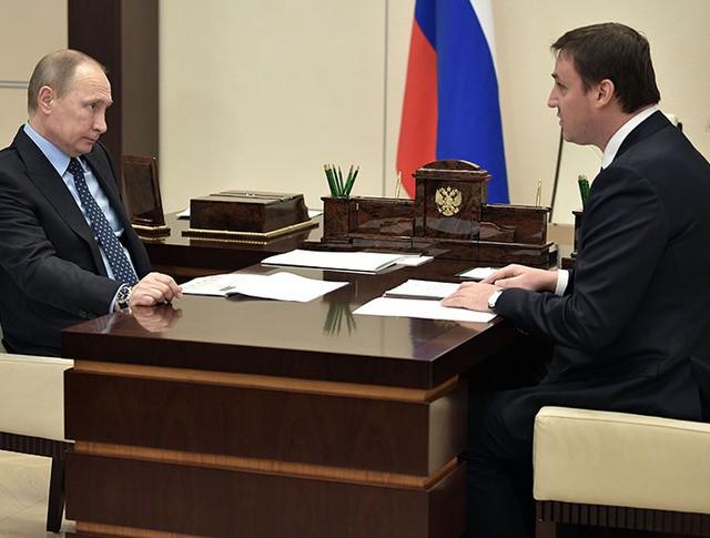 Президент России Владимир Путин и председатель правления Россельхозбанка Дмитрий Патрушев