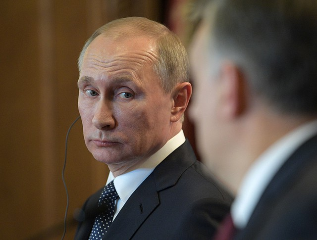 Президент России Владимир Путин во время совместной с премьер-министром Венгрии Виктором Орбаном пресс-конференции по итогам встречи в Будапеште
