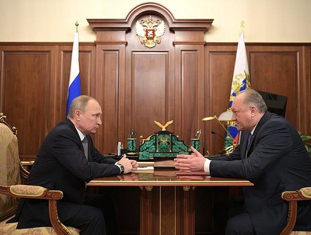 Владимир Путин и губернатор Камчатского края Владимир Илюхин