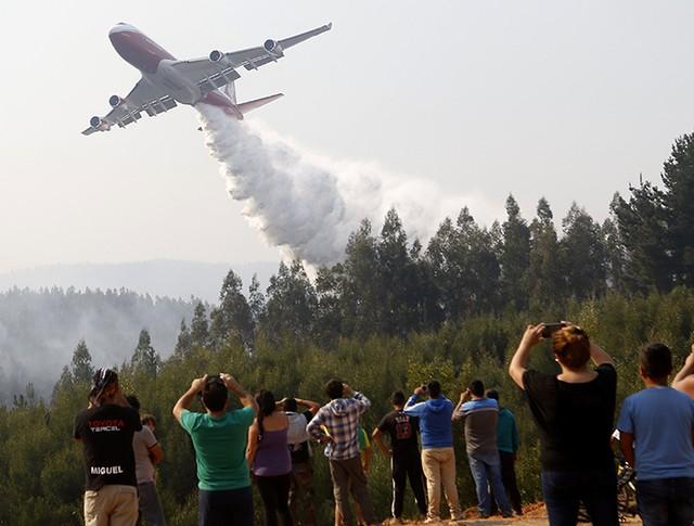 Ликвидация лесного пожара в Чили