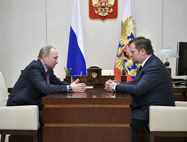 Президент России Владимир Путин и Андрей Никитин во время встречи