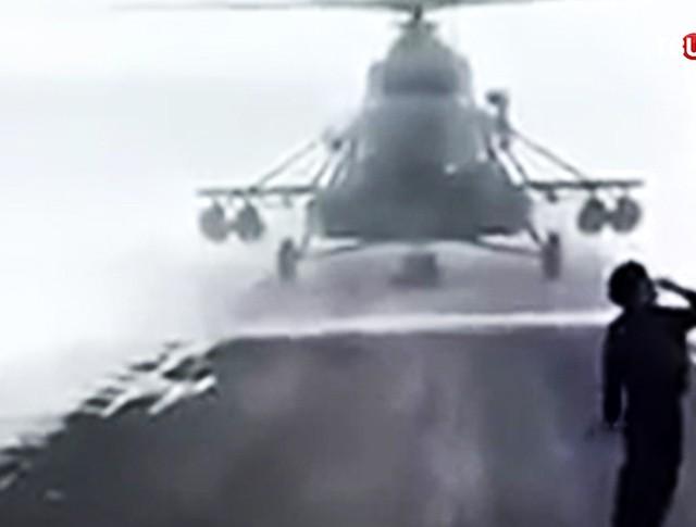Посадка вертолета на трассу