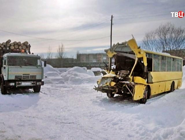 ДТП с участием автобуса и грузовика