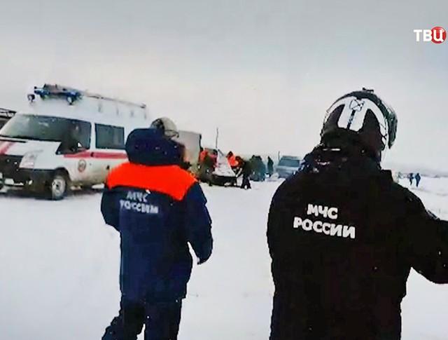 Спасательная операция МЧС на берегу