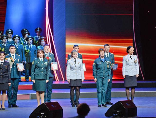 """Наградение лауреатов премии """"Щит и роза"""""""