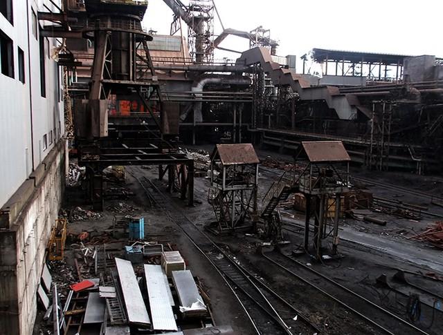 Территория металлургического завода в городе Енакиево Донецкой области