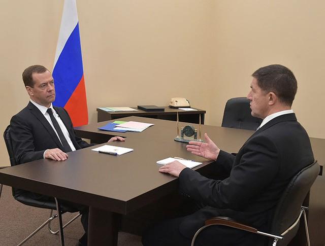 Дмитрий Медведев и Михаил Осеевский во время встречи