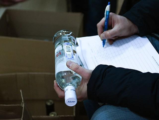 Рейд сотрудников полиции, департамента региональной безопасности и департамента торговли по выявлению точек продажи контрафактного алкоголя