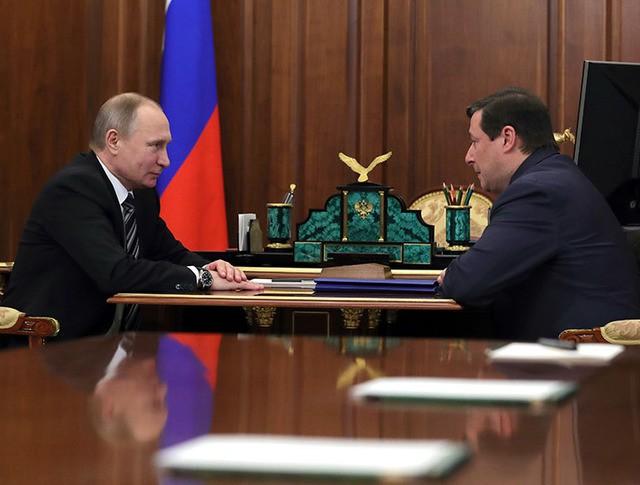 Президент России Владимир Путин и заместитель председателя правительства Александр Хлопонин