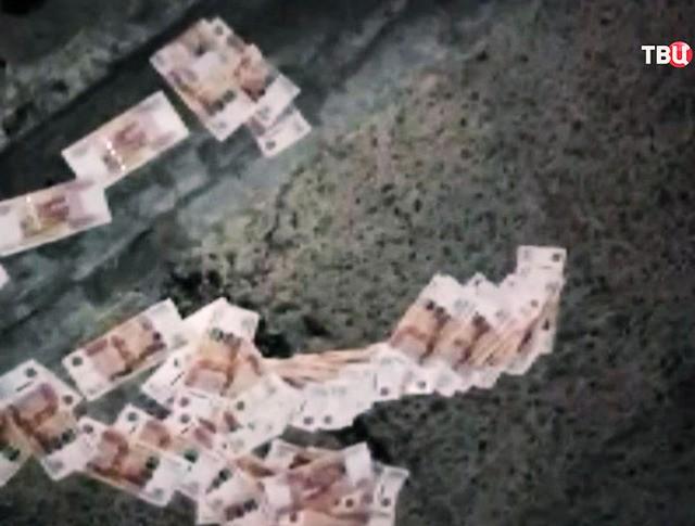 Разбросанные рубли