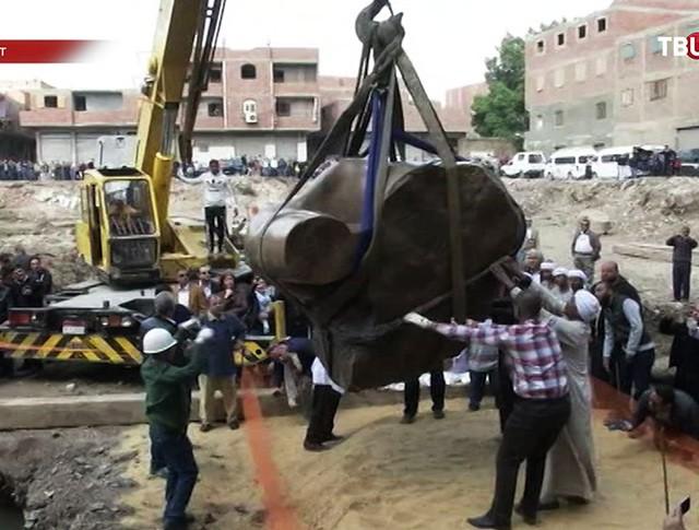 Подъем статуи Рамзеса II в Каире, Египет