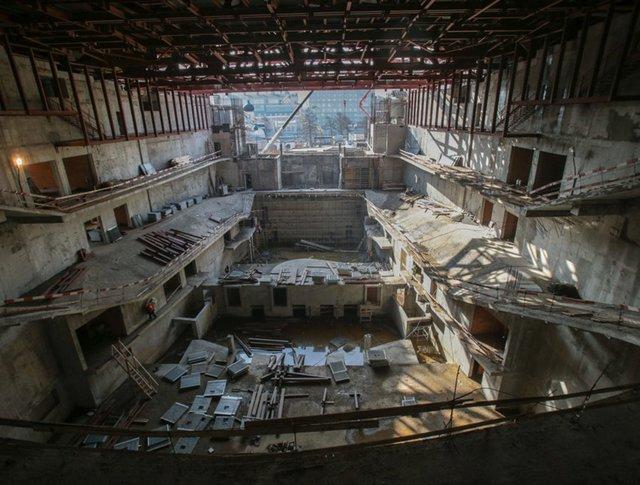 """Строительство концертного зала филармонической музыки в парке """"Зарядье"""" в Москве"""