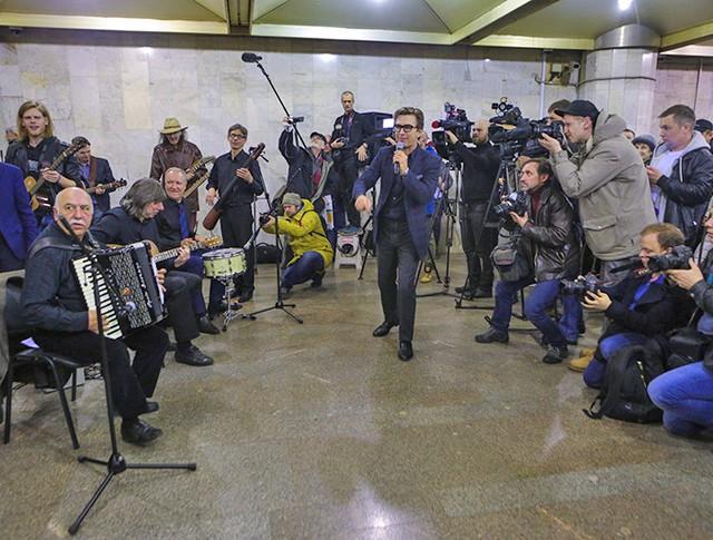 Валерий Сюткин на открытии нового этапа культурного проекта «Музыка в метро»