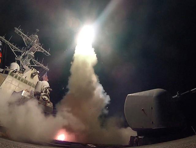 Запуск крылатой ракеты Tomahawk с борта корабля ВМС США