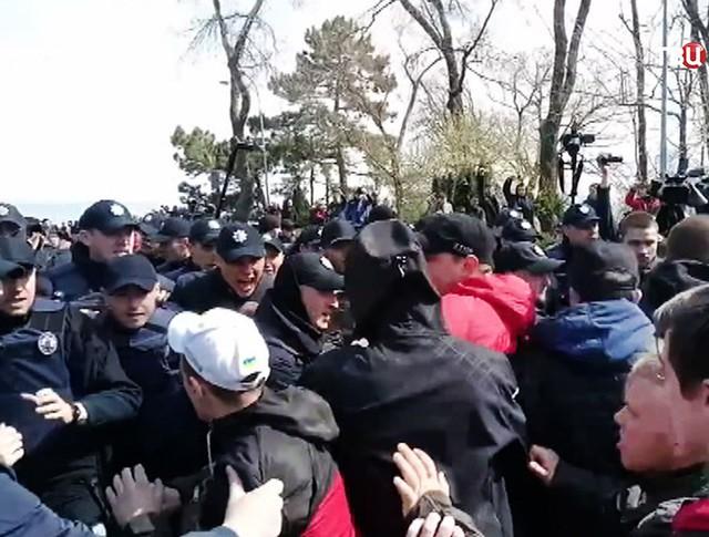 Столкновения Украинских радикалов с полицией в Одессе