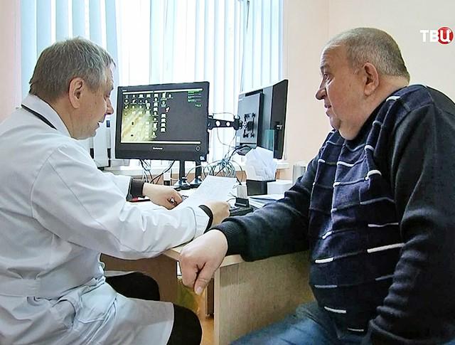 Пациент на приеме у врача в поликлинике