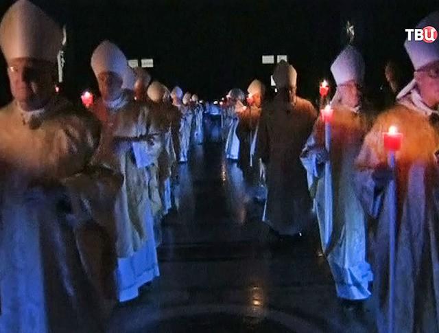 Пасхальное богослужение в соборе Святого Петра в Ватикане