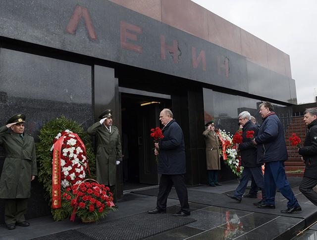 Председатель ЦК КПРФ Геннадий Зюганов на церемонии возложения цветов к Мавзолею В.И. Ленина на Красной площади