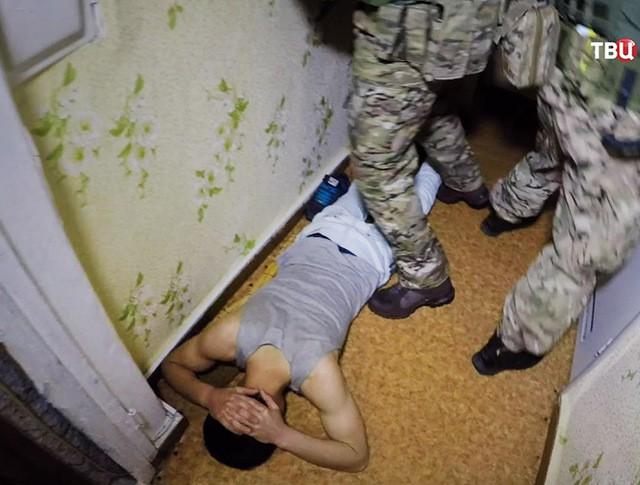 Бойцы ФСБ проводят задержание
