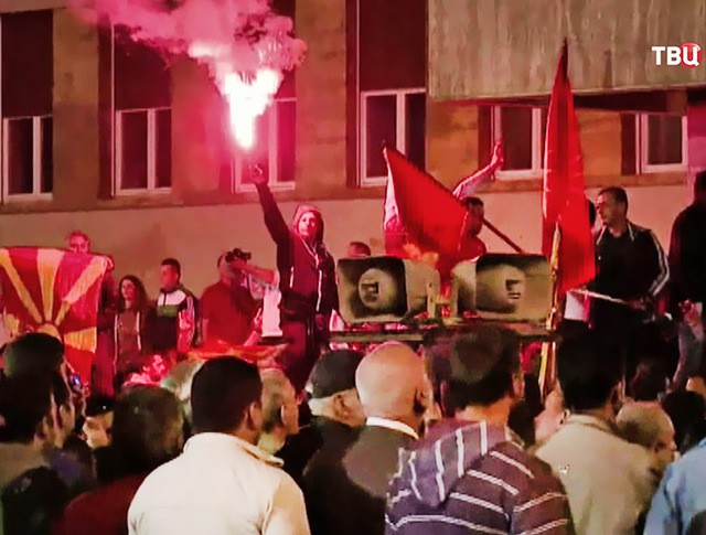 Беспорядки у здания парламента Македонии