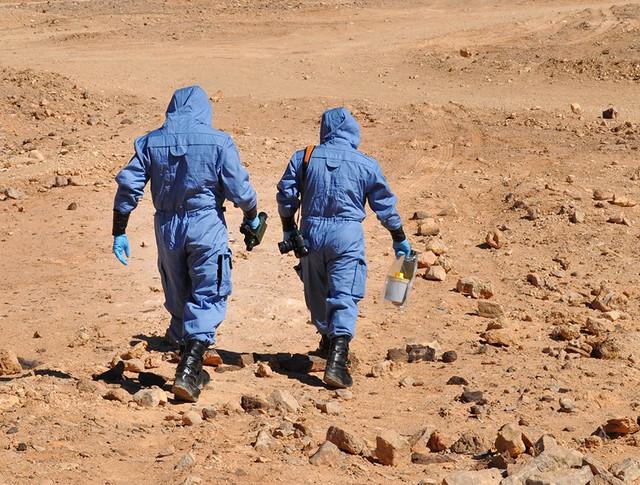 Сотрудники Организации по запрещению химического оружия (ОЗХО)