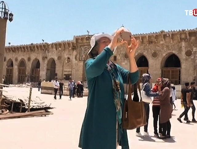 Группа туристов в Сирии