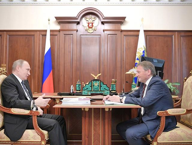 Президент России Владимир Путин и уполномоченный по защите прав предпринимателей Борис Титов