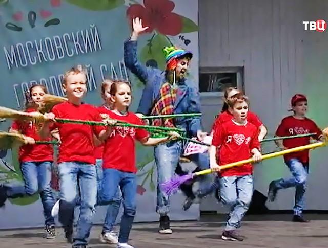 """Детский концерт в саду """"Эрмитаж"""""""