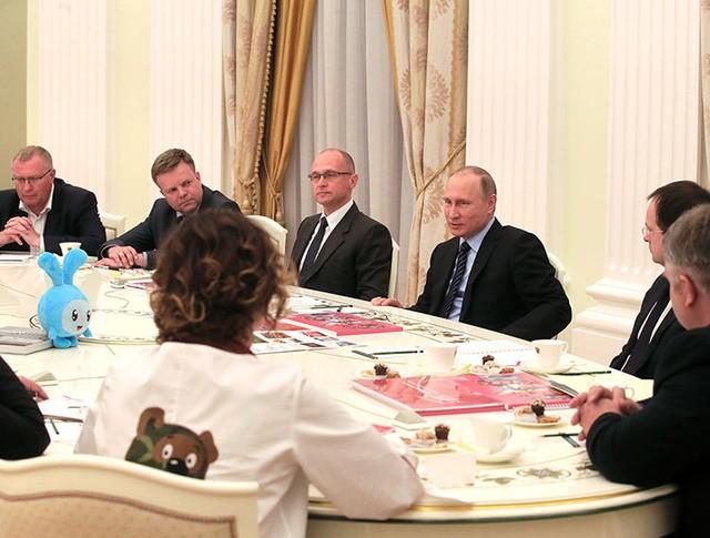 Президент России Владимир Путин во время встречи с представителями ведущих мультипликационных студий