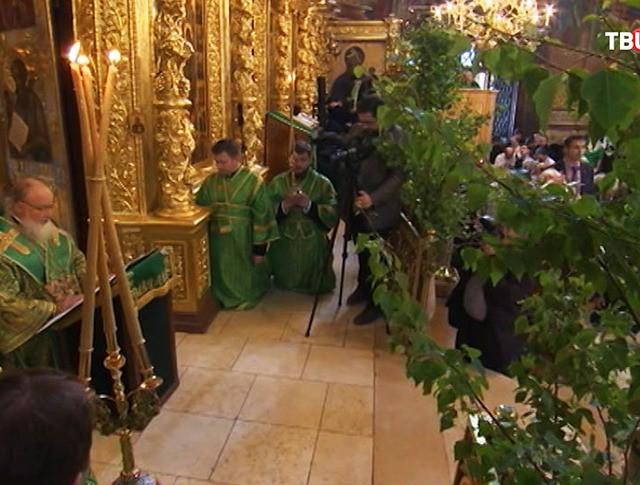 Служба в храме. День Святой Троицы