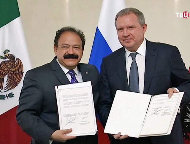 Руководитель Департамента здравоохранения города Москвы Алексей Хрипун и министром здравоохранения Мехико Арманд Ауэд
