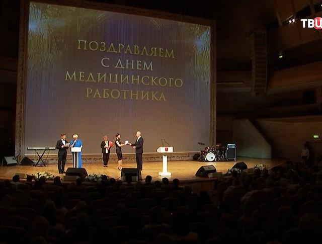 Сергей Собянин во время награждения лучших московских врачей