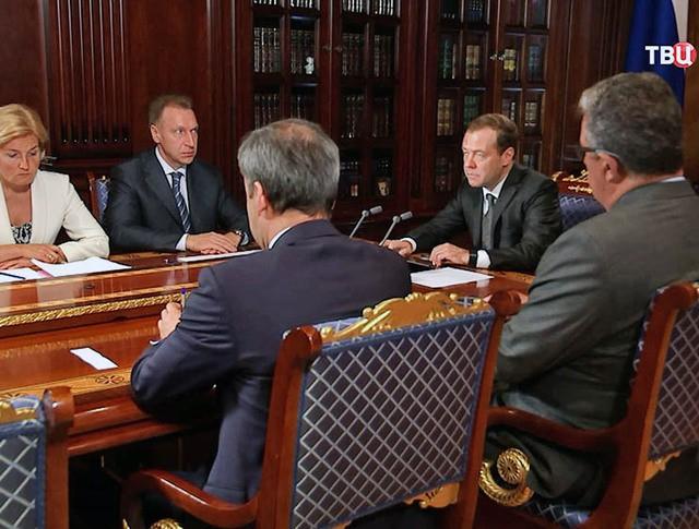 Дмитрий Медведев на совещании