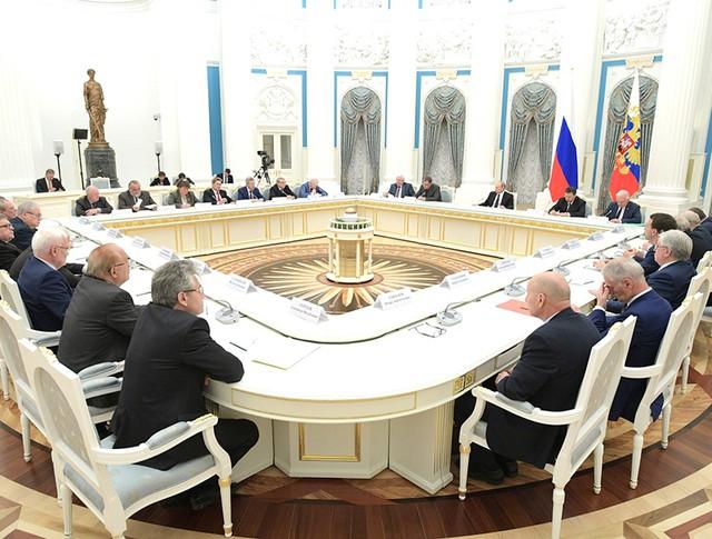 Президент России Владимир Путин встретился с академиками РАН