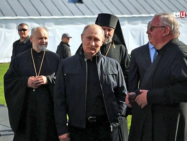 Президент России Владимир Путин посетил монастырь на Ладожском озере