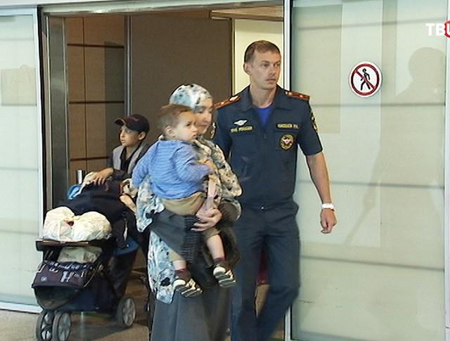 Прилет сотрудников МЧС с гражданами России и СНГ из Йемена