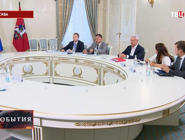 Сергей Собянин во время встречи с членами рабочей группы
