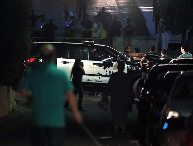 Служба безопасности и полиция Иордании на месте происшествия