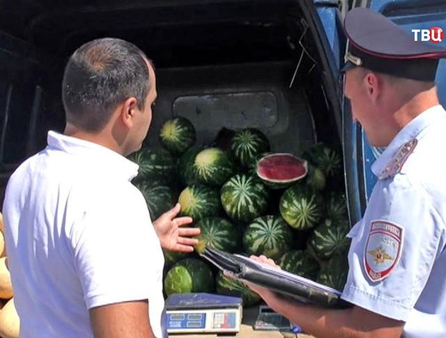Полиция проверяет придорожную торговлю бахчевыми