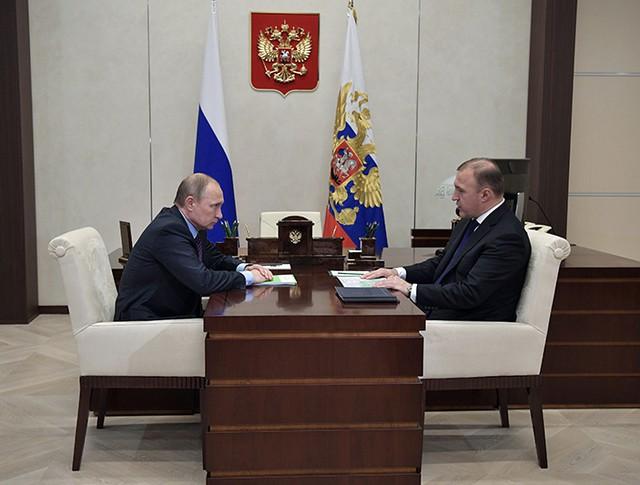 Президент России Владимир Путин и временно исполняющий обязанности главы Республики Адыгея Мурат Кумпилов