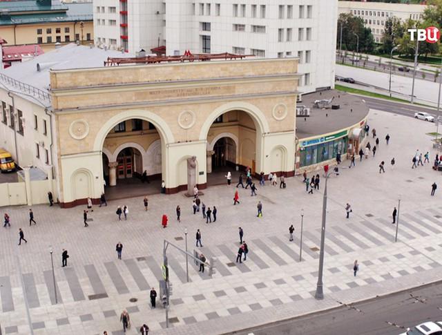 """Благоустройство пешеходной зоны у станции метро """"Добрынинская"""""""
