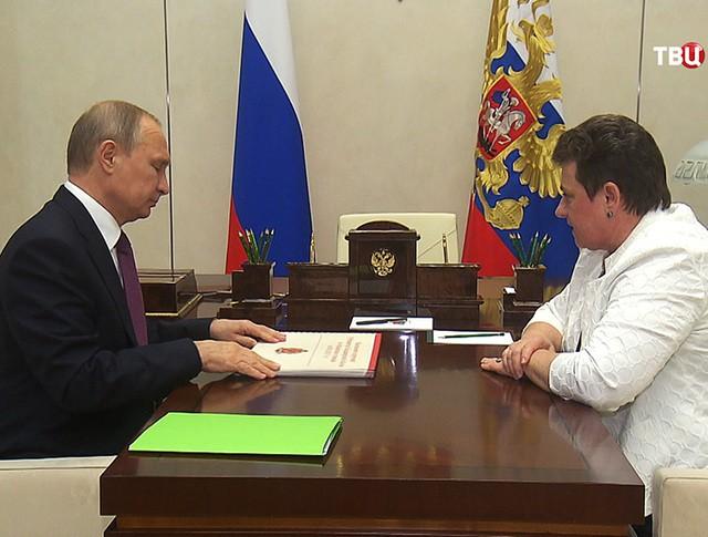 Президент России Владимир Путин и губернатор Владимирской области Светлана Орлова