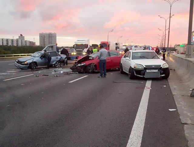 Последствия ДТП с участием семи автомобилей на МКАД в районе Шипиловского проезда