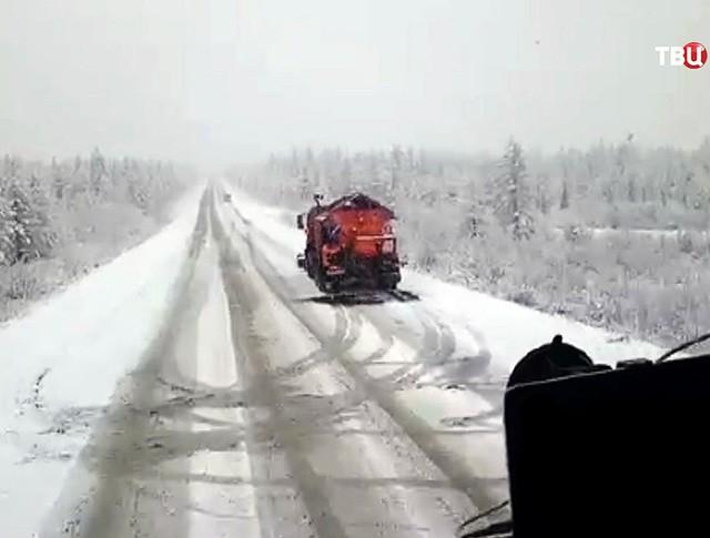 Снегоуборочная техника на трассе