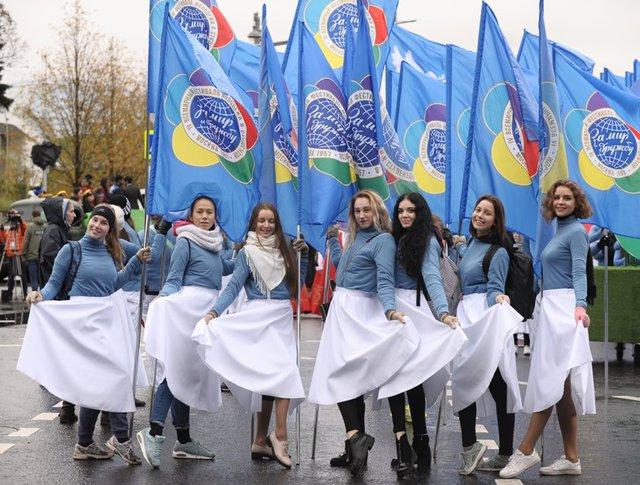 Парад-карнавал, посвященный XIX Всемирному фестивалю молодежи и студентов