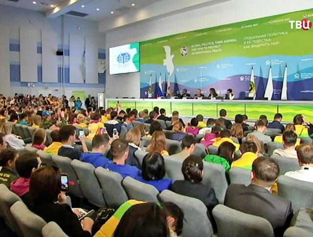Участники Всемирного фестиваля молодежи