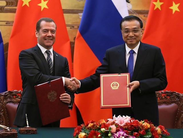 Председатель правительства России Дмитрий Медведев и премьер Государственного совета КНР Ли Кэцян