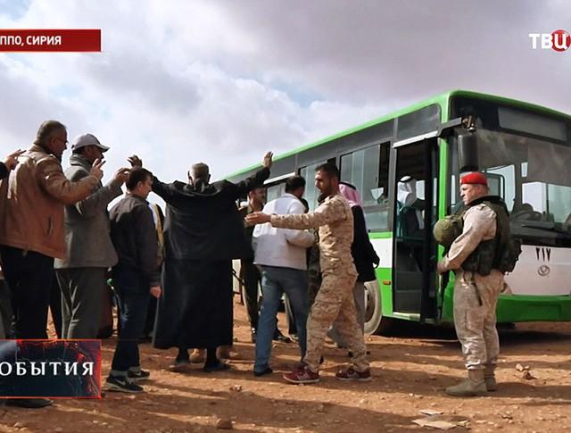 Сдача в плен боевиков и членов их семей