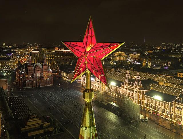 Звезда на Спасской башне Московского Кремля